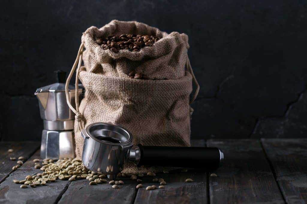 green and roasted coffee beans E8Z6UPB