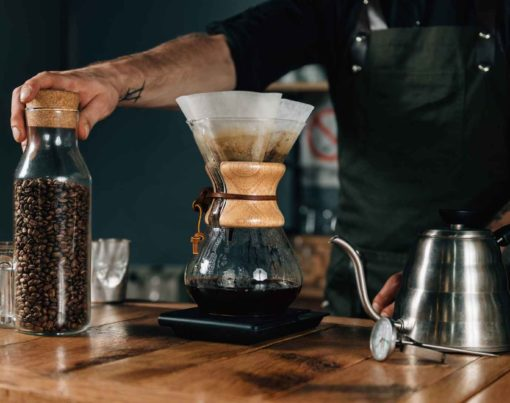 chemex-filter-coffee-and-kettle-CX7WA82 (2)_11zon